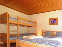 Erle Vollholz-Möbel im Schlafzimmer Ferienwohnung Seidlwinkl