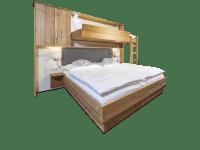 Doppelbett mit ausgeklapptem Zusatzbett