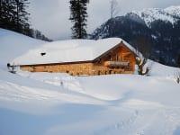 Alm außen Winter