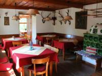 Gastzimmer mit Kachelofen