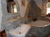 Felsenbad im Romantikzimmer blauer Schleife