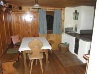 Wohnküche mit gesetztem Herd