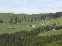 Blick zum Hüttendorf