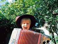 Freude am Musizieren - erst recht, wenn man es gemeinsam macht am Dorfhof Bauer