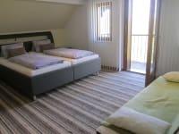 Zimmer 2 mit Balkon