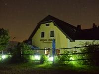 Unser Haus bei Nacht