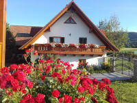 Blick auf das Gästehaus mit 3 Ferienwohnungen
