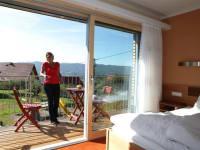 moderne Zimmer mit großem Balkon