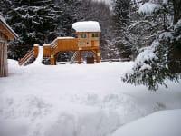 Unser Kinderspielhaus im Winter
