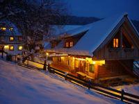 Der Moarhof im Winter mit der Schmiede