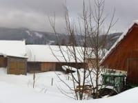 Panoramafoto Winter - Wohnhaus mit neuem Gästeraum und Garten sowie Milchviehstall
