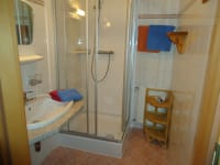 Dusche in 1 Familienzimmer