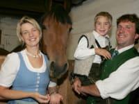 Familie mit Pferd