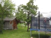 Trampolin + Gartenhäuschen