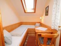 Kinderzimmer mit s kleineren Betten