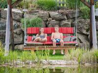 Schaukel beim Naturbadeteich