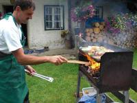 Beim Grillen