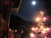 Dorferhütte: Weihnachtsbaum unter den Sternen