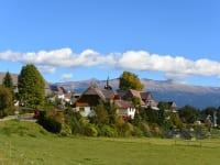 Das Dorf in Zeutschach mit herrlicher Aussicht auf die Seetaller Alpen