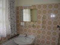 Badezimmer im Zweibettzimmer