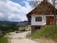 Unser Haus und die Garage mit darüberliegender Werkstatt