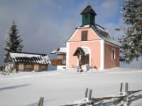 Ein Spaziergang zur Kapelle ist im Sommer und im Winter ein Erlebnis