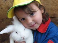 Weisst du eigentlich wie lieb ich dich hab? Mein Lieblingstier am Kinderbauernhof Ierzerhof, Pitztal, Tirol