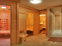 Wohlfühlen, Entspannen. Wellnessbereich mit Finnischer Sauna, Biosauna, Infrarot, Erlebnisduschen. Am Kinderbauernhof Ierzerhof im Pitztal, Tirol