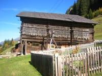 Stall und Garten