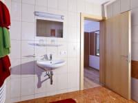 Direktzugang zu Zimmereigener Dusche mit WC