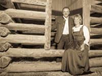 Bäuerin Andrea und Bauer Hubert heißen Sie herzlich willkommen