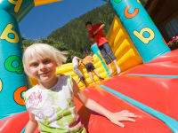 Abenteuerspielplatz für Kinder - HÜPFBURG
