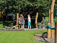 Abenteuerspielplatz für Kinder - SANDKASTEN MIT BAGGER