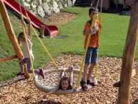 Abenteuerspielplatz für Kinder - SCHAUKEL