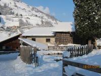 verschneiter Platz am Forellenteich mit Blick nach St. Quirin