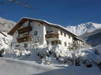 Hausbild Winter Naturerlebnis Lärchenhof