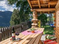 Am Wohlfühlplatz sind Spiel- und Grillmöglichkeiten, Biohof-Inntalblick