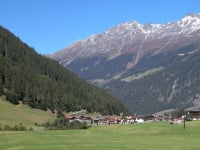 Grüne Wiesen weiße Gipfel