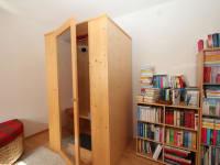 Infrarotwärmekabine und Bücherrei
