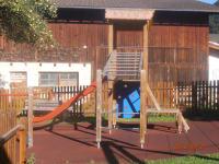 Spielplatz mit Kletterturm/Rutsche