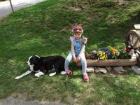 Entspannen am Hof mit Hund Maja