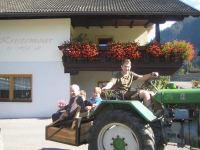 Oldtimerausfahrt mit Oma und Opa