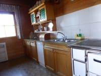 Sehr gut ausgestattete Wohnküche mit Geschirrspüler
