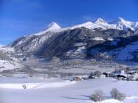 Blick vom Haus auf die wunderschöne Winterlandschaft