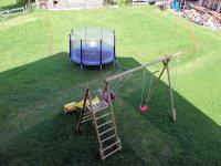 z' Haus in der Natur sind die Kinder bei uns am Spielplatz