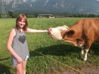 Leonie mit Kuh