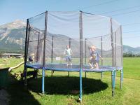 Trampolin hüpfen
