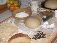 Köstliches aus Mehl Wasser und Germ  unsere Oma zeigt Ihnen gerne die Kunst des Brotbackens