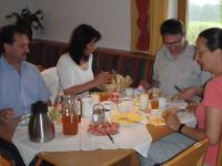 Frühstücksraum -den Tag mit guten Naturprodukten  beginnen - auch für  gemeinsame Stunden am Abend