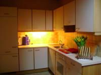Küche mit gemütlicher Essecke und komplett ausgestattet